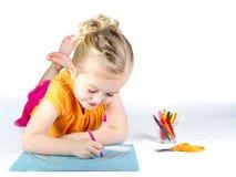 девушка расцветки меньшяя радуга стоковые фотографии rf