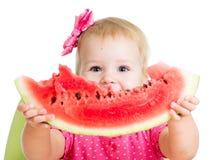 Девушка ребенка есть арбуз Стоковое Изображение