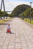 девушка ребенка ягнится trike riding путя Стоковое фото RF