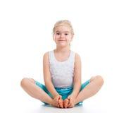 Девушка ребенк делая гимнастику стоковое фото rf