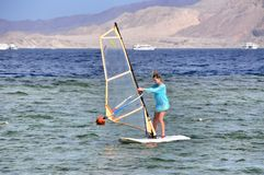 Девушка серфера ветра Стоковое Изображение RF