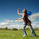 девушка сини воздушного шара Стоковые Фотографии RF