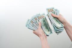 Девушка сказала 10000 долларов в руке Стоковая Фотография
