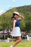 Девушка скача на траву стоковые изображения rf