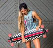 Девушка скейтбордиста Стоковая Фотография