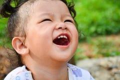 Девушка смеется над Стоковые Изображения