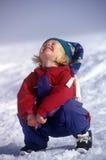 девушка смеясь над меньшим снежком Стоковые Фотографии RF