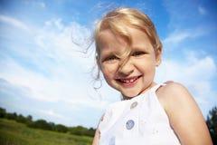 девушка смеясь над немного Стоковое Изображение RF