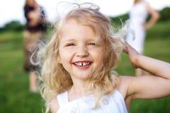 девушка смеясь над немного Стоковые Фото