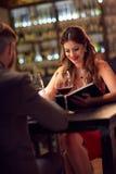 Девушка смотря меню в ресторане Стоковая Фотография RF