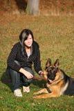 девушка собаки предназначенная для подростков Стоковые Фотографии RF