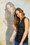 Девушка способа и красотки в голубых джинсах Стоковые Фотографии RF