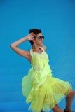 девушка способа платья брюнет Стоковое Изображение RF