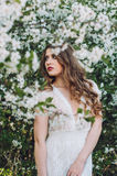 Девушка среди вишневых цветов Стоковое Фото