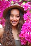 Девушка среди ярких розовых цветенй стоковое фото rf