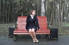 девушка стенда Стоковые Фотографии RF