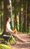 девушка стенда Стоковая Фотография
