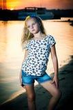 Девушка стоит около воды Стоковое фото RF