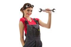 Девушка стоит с ключем Стоковые Фотографии RF