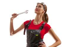 Девушка стоит с ключем Стоковая Фотография