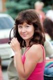 Девушка стоя в улице Стоковая Фотография RF