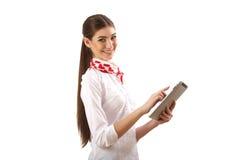 Девушка стоя с таблеткой Стоковая Фотография