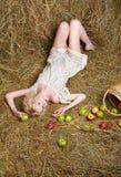 Девушка страны на сене Стоковые Фото