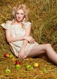 Девушка страны на сене Стоковые Фотографии RF
