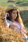 Девушка страны на сене Стоковые Изображения RF