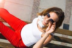Девушка студента в вскользь outdoors Стоковые Фото