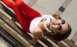 Девушка студента в вскользь outdoors Стоковые Фотографии RF