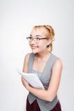 Девушка студента в стеклах чувствует счастливой достижения стоковая фотография