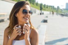 Девушка студента outdoors стоковые изображения