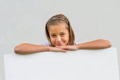 Девушка с белым знаменем Стоковые Изображения RF