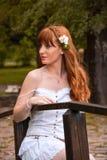 Девушка с белым цветком Стоковые Фотографии RF
