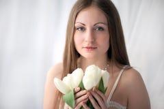 Девушка с букетом Стоковые Изображения