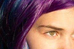 Девушка с весьма волосами Стоковые Изображения RF