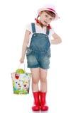 Девушка с ведром яблок Стоковые Фото