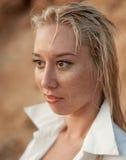 Девушка с влажными волосами стоковое фото