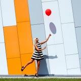 Девушка с воздушным шаром стоковое фото