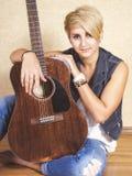 Девушка с гитарой Стоковая Фотография RF