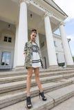 Девушка с городским сексуальным стилем Стоковые Фото