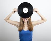 Девушка с диском винила, на белизне Стоковое фото RF