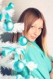Девушка с длинними волосами на Кристмас Стоковые Фото