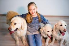 Девушка с ее собаками Стоковые Изображения RF