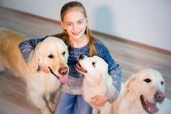 Девушка с ее собаками Стоковые Изображения