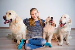 Девушка с ее собаками Стоковые Фото