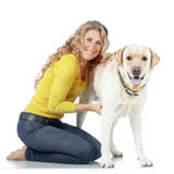 Девушка с ее собакой Стоковые Изображения