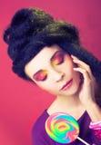 Девушка с леденцом на палочке Стоковое Фото