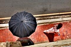 Девушка следовать зонтиком Стоковые Изображения RF